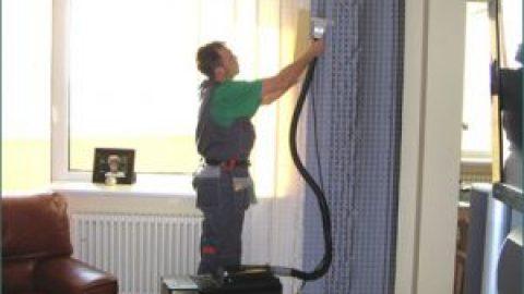 Что лучше, химчистка штор на дому или на фабрике?