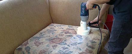 Химчистка диванов от мочи: удаление пятен и неприятного запаха