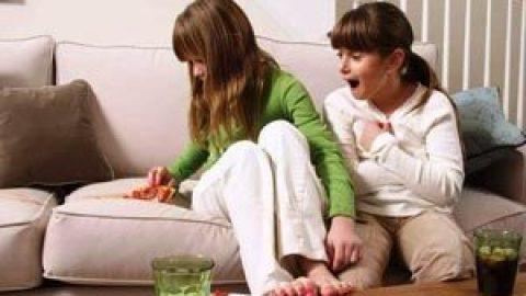 Как почистить детский диван